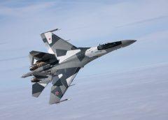 Страховитият изтребител Су-35