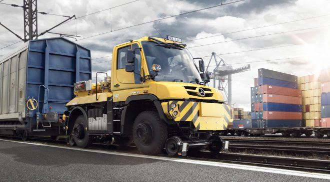 2014-Mercedes-Benz-Unimog-U-423-pulling-train
