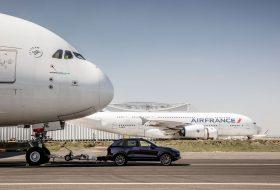 Дизеловия Cayenne S дърпа Airbus A380!